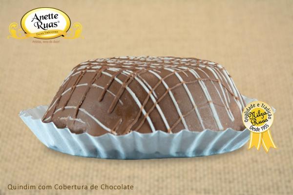 Quindim com Cobertura de Chocolate